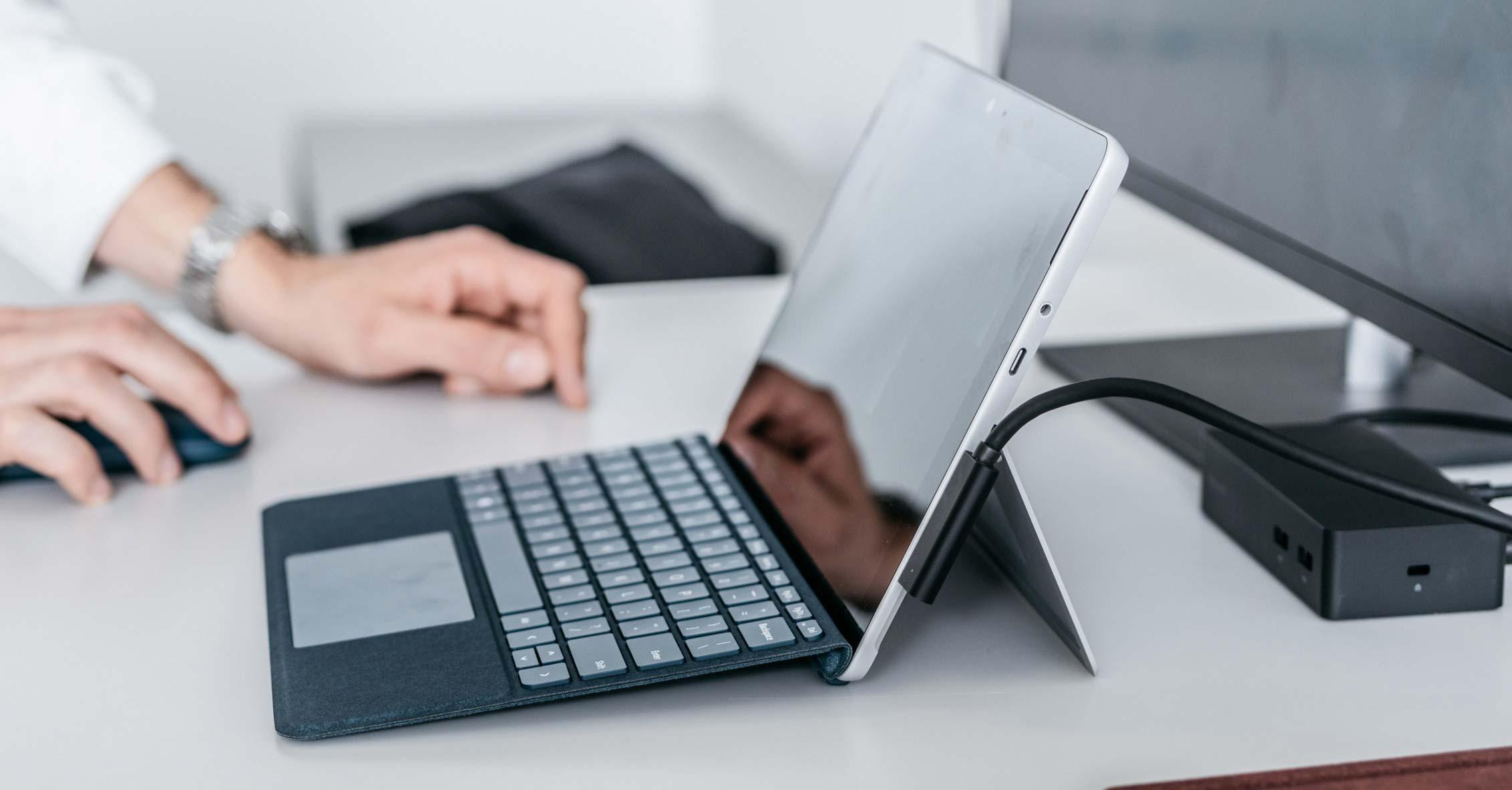 Surface Go – ván cược lớn của Microsoft vào một cái máy tính nhỏ tí nhưng liệu có thành công?